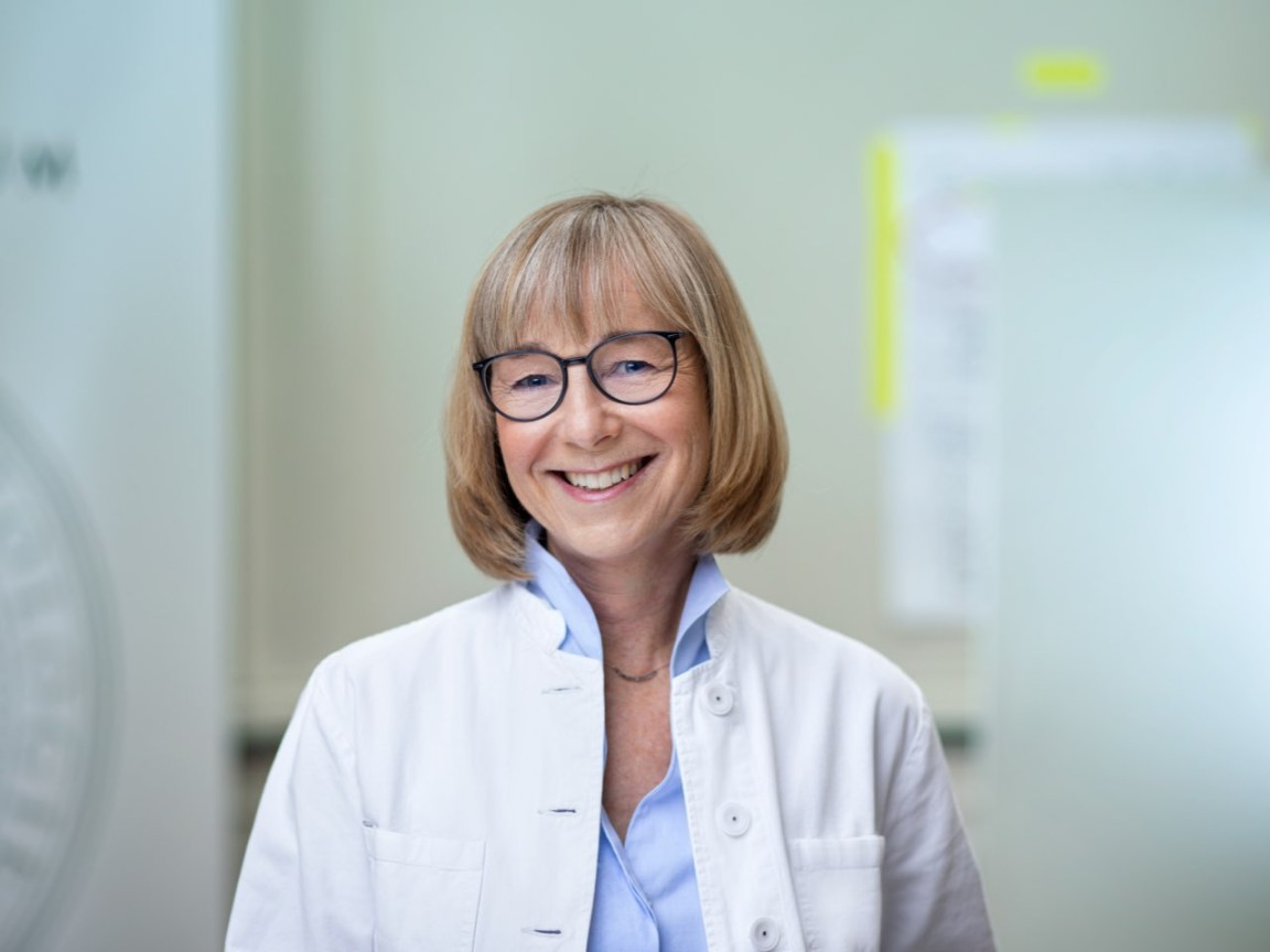Dr. med. Ingrid Schmoeckel ist Fachärztin für Dermatologie am Dermatologikum Hamburg